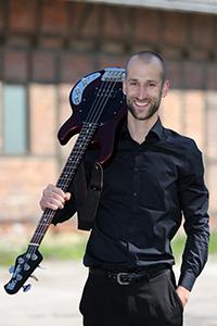 Niklas am Bass