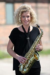 Corina am Alt-Saxofon