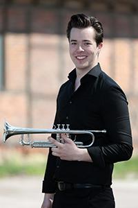 Dennis an der Trompete
