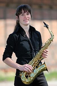 Pia am Alt-Saxofon