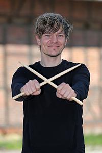 Sascha am Schlagzeug