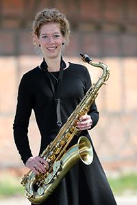 Steffi am Tenor-Saxofon